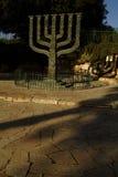 由以色列议会,耶路撒冷,以色列的menorah雕象 免版税库存图片