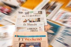 由主要国际报纸journ的唐纳德・川普就职典礼 免版税库存图片