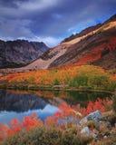 由Atumn Colors主教的北部湖 免版税库存照片