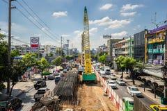 由BTS skytrain的建筑的交通堵塞原因在禁令的 免版税库存照片