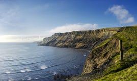 在多西特的侏罗纪海岸的尖头棒峭壁 免版税库存照片