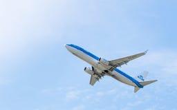由KLM荷兰皇家航空公司拷贝空间的波音737 图库摄影
