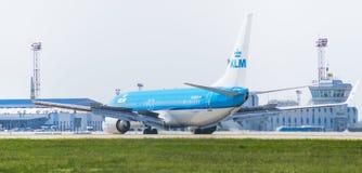 由KLM荷兰皇家航空公司的波音737在逃亡 库存照片
