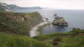 由Mupe海湾的岩石在Lulworth小海湾多西特英国东部 股票视频