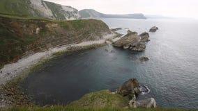 由Mupe海湾的岩石在Lulworth小海湾多西特英国东部 股票录像