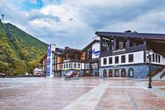 由Roza Khutor火车站的滑雪中心Alpika 库存图片
