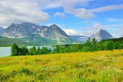 由Sherburne湖的冰川国家公园 免版税图库摄影