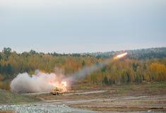 由TOS-1A系统的火箭队发射 库存图片