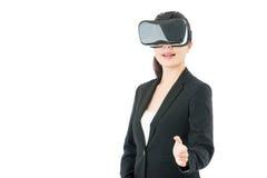 由VR耳机玻璃的亚洲女商人握手 免版税库存照片