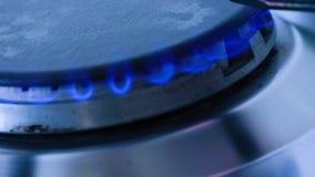 甲烷在火炉燃烧器的天然气炎症 股票录像