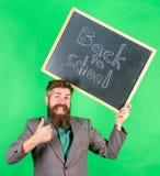 申请引起轰动的教育提议 特价优待折扣销售学校季节 回到学校特价优待 人 库存照片