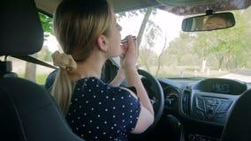 申请构成的不负责任的母司机慢动作录影,当驾驶汽车时 股票录像