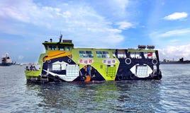 电供给动力的跨港口轮渡 库存图片