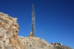 电信天线的集中 电子通讯驻地 库存照片