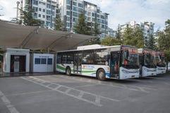 电公共汽车充电站 免版税库存图片