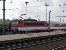 类162电力机车在俄斯拉发 图库摄影