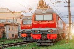 电力机车在铁路排队 库存图片