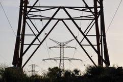 电力量定向塔 免版税库存照片