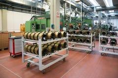 电动元件的自动化工厂植物 库存图片