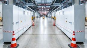电动控制内阁分站在一个新的工厂工厂中 库存图片