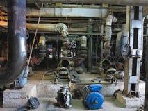 电动机水泵在能源厂的修理中 库存照片