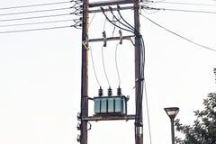 电压在电岗位的电源变压器 免版税库存图片