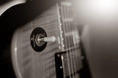 电吉他宏观抽象,黑白照片 图库摄影