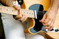 电吉他弹奏者 免版税库存图片