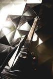 电吉他和经典放大器 库存照片