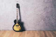 电吉他在屋子里 免版税库存图片