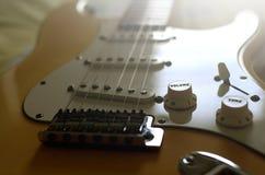 电吉他宏观摘要,放大容量 免版税图库摄影
