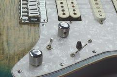 电吉他小野鸭颜色关闭 免版税库存照片