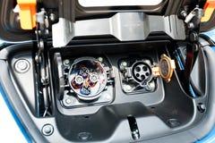 电和混合动力车辆的充电的插座 免版税库存照片