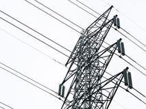 电在白色背景隔绝的电杆塔岗位特写镜头  免版税库存照片