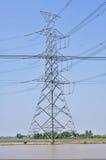 电塔为安装高压线 库存图片