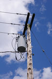 电子供给动力的柱子在美国城市 库存图片