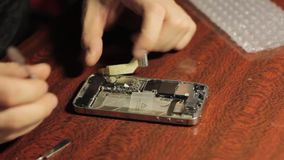 电子修理 大师修理手机 智能手机的内部元件 股票录像