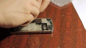 电子修理 大师修理手机 智能手机的内部元件 影视素材