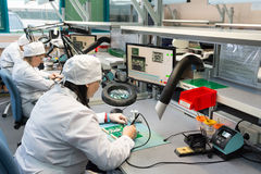 电子元件的生产在高科技的 库存照片