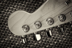 电子吉他床头柜特写镜头 库存照片