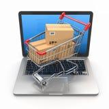 电子商务。 在膝上型计算机的购物车。 免版税库存照片