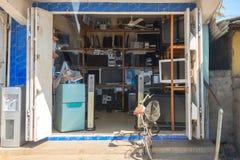 电子商店在桑给巴尔镇市场上 库存照片