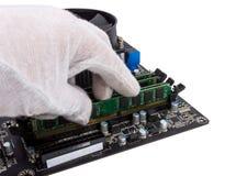 电子收藏-安装记忆模块在DIMM槽孔  免版税图库摄影