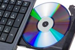 电子收藏-有开放DVD盘子的膝上型计算机 图库摄影