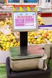 电子标度在新的大型超级市场Magnit 免版税库存图片