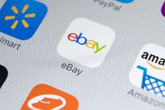 电子港湾在苹果计算机iPhone x屏幕特写镜头的应用象 电子港湾app象 电子港湾 com是最大的网上拍卖和购物网站 库存照片