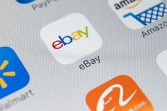 电子港湾在苹果计算机iPhone x屏幕特写镜头的应用象 电子港湾app象 电子港湾 com是最大的网上拍卖和购物网站 免版税库存照片