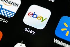 电子港湾在苹果计算机iPhone x屏幕特写镜头的应用象 电子港湾app象 电子港湾 com是最大的网上拍卖和购物网站 图库摄影