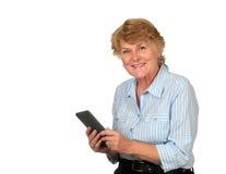 电子的书享用她的高级妇女 免版税库存图片