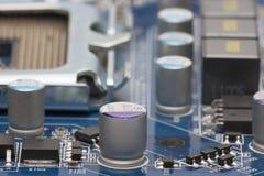 电子的董事会 委员会以元素为特色:芯片,二极管,电容器,阻气 免版税库存图片